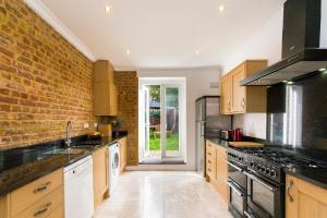 obrázek - Charming 4BR Victorian Home in Sydenham