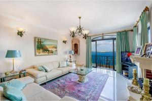 Breathtaking Sea View Apartment