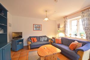 Haus Anke Wohnung 3, Apartments  Midlum - big - 14