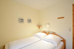 Haus Anke Wohnung 3, Apartments  Midlum - big - 18