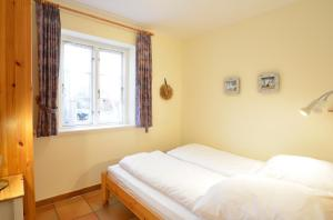 Haus Anke Wohnung 3, Apartments  Midlum - big - 19