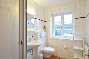 Haus Anke Wohnung 3, Apartments  Midlum - big - 22