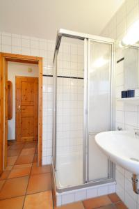 Haus Anke Wohnung 3, Apartments  Midlum - big - 23