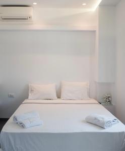 Luxury apartment in Ornos beach