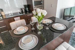 Premium Suites - Furnished Apartments Downtown Toronto, Apartmanok  Toronto - big - 98