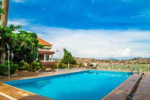 Кампала - ISLET Hotel