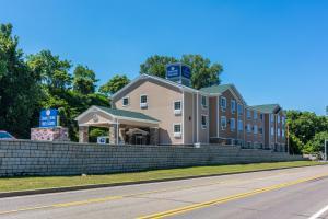 Cobblestone Hotel and Suites - Erie
