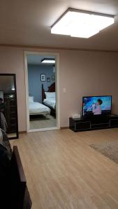 Feel Home Apt 3min walk from subway, Apartments  Seoul - big - 40