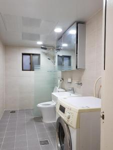 Feel Home Apt 3min walk from subway, Apartments  Seoul - big - 49