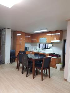 Feel Home Apt 3min walk from subway, Apartments  Seoul - big - 50