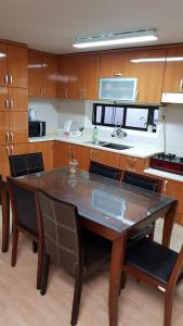 Feel Home Apt 3min walk from subway, Apartments  Seoul - big - 51