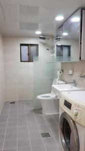 Feel Home Apt 3min walk from subway, Apartments  Seoul - big - 54