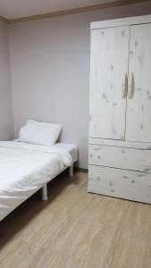 Feel Home Apt 3min walk from subway, Apartments  Seoul - big - 55
