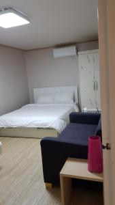 Feel Home Apt 3min walk from subway, Apartments  Seoul - big - 57