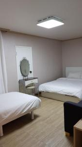 Feel Home Apt 3min walk from subway, Apartments  Seoul - big - 58