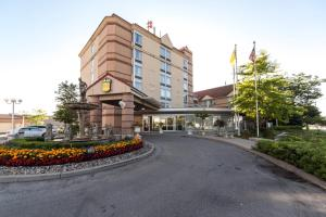 A picture of Monte Carlo Inn Airport Suites