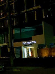 Una foto de The High One 2 Condo