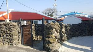 Dumbhouse Eho, Holiday homes  Jeju - big - 2