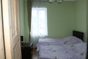 Standard Twin Room with Shared Bathroom - Guestroom Goshteliani Family Guesthouse