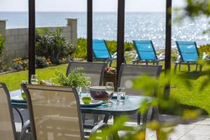 Meneou Beachfront Villa 的图像