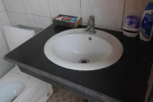 Single Room with Shared Shower and Toilet Lakeview Hostel