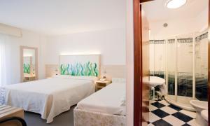 Hotel Savoy, Szállodák  Caorle - big - 17