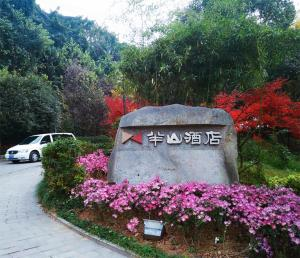 Price Yichang Banshan Hotel