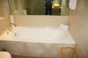 Review Yichang Banshan Hotel