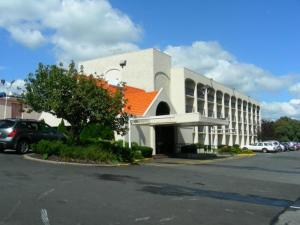 Nearby hotel : Howard Johnson Clifton