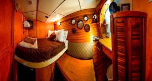 Nearby hotel : Alaska Pirate's Pride Floating Bed and Breakfast
