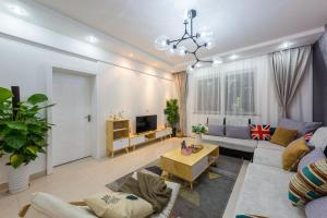 Qionghai Sunshine Style Apartment Near Torch Square