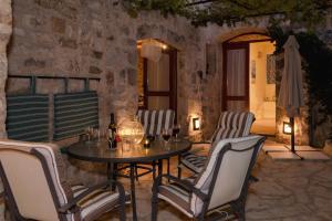 Stone House & Cottage Clio