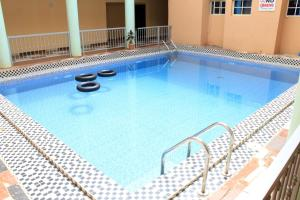 Lawrenkay Suites & Event Resort