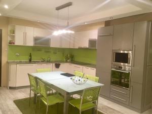 Luxury Green Centre Apartment