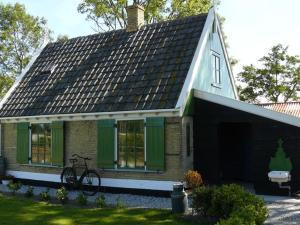Holiday home Recreatiepark Wiringherlant 1