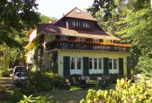 Haus Hubertus, Ferienwohnungen  Ostseebad Boltenhagen - big - 1