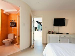 14184162 โรงแรมรูมส์ แอท เดอะไนน์ ภูเก็ต