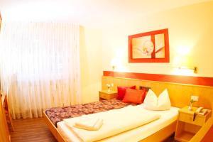 Hotelpension zum Gockl, Penzióny  Allershausen - big - 19