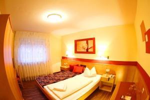 Hotelpension zum Gockl, Penzióny  Allershausen - big - 12