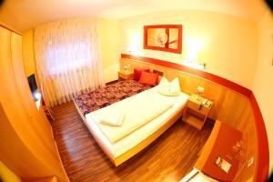Hotelpension zum Gockl, Penzióny  Allershausen - big - 25