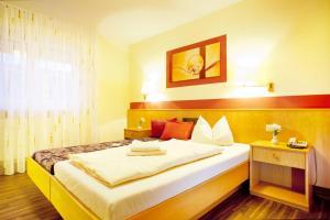 Hotelpension zum Gockl, Penzióny  Allershausen - big - 24