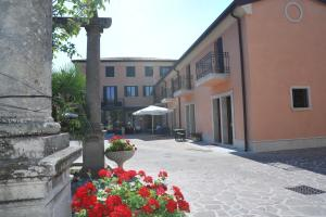 Nearby hotel : Albergo Minuetto