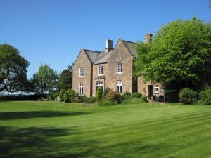 Клотон - Court Barn Country House Hotel