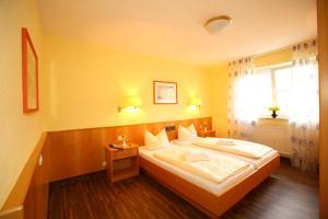 Hotelpension zum Gockl, Penzióny  Allershausen - big - 35