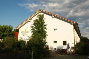 Hotelpension zum Gockl, Penzióny  Allershausen - big - 47