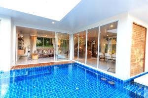 Phuket Villa Kris