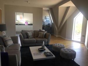 Central Windsor Apartment