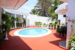 Сан-Сальвадор - Hotel Grecia Real