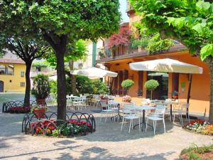 Nearby hotel : Hotel Don Abbondio