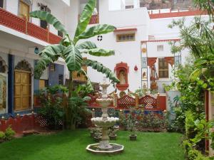 克里希納普拉卡什哈維麗傳統酒店 (Krishna Prakash Heritage Haveli)